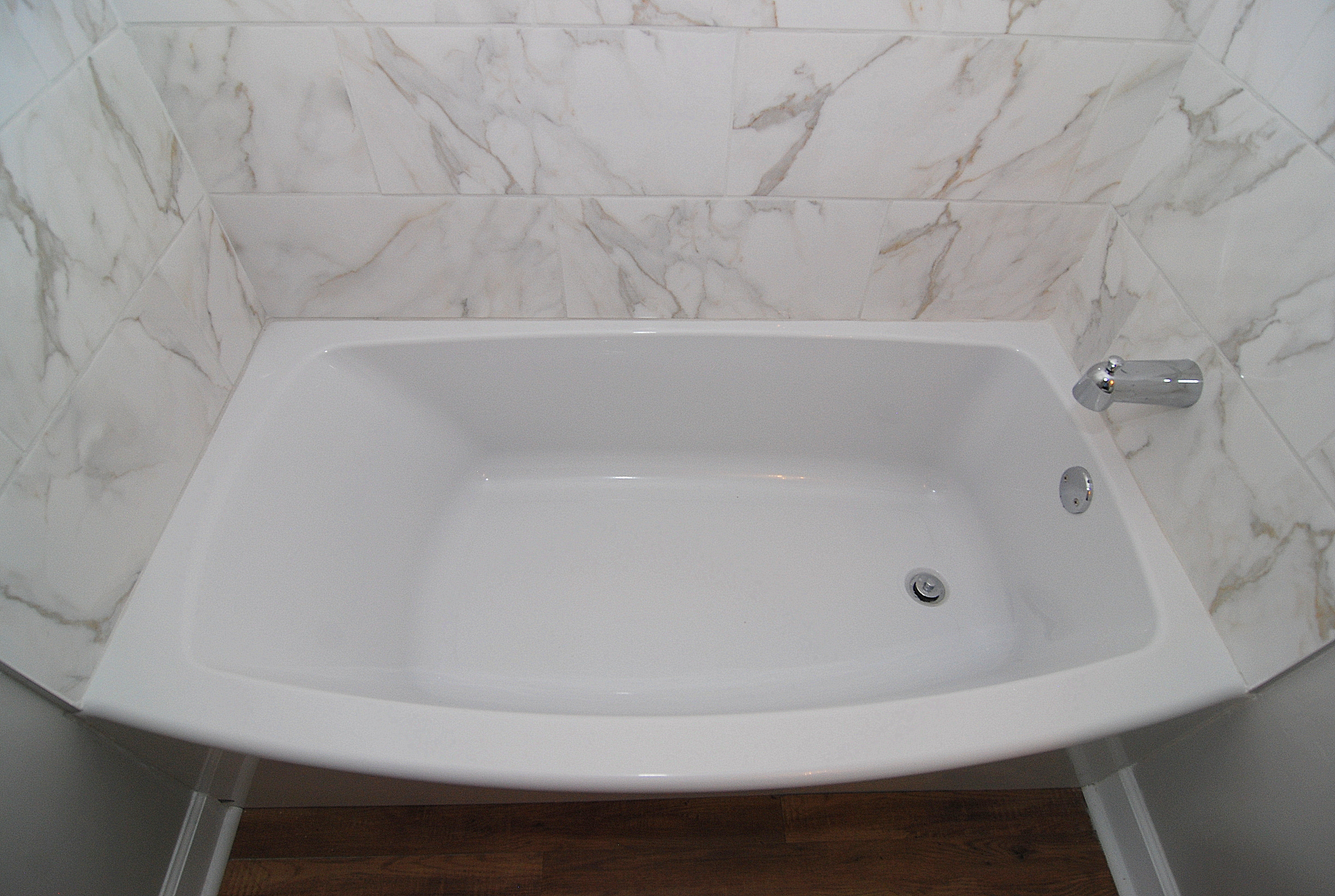 The Wilshire House 1100 Wheat Street- Unit 512, Relax with a hot bath